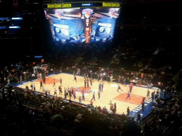Madison Square Garden, vak: 214, rij: 8, stoel: 3