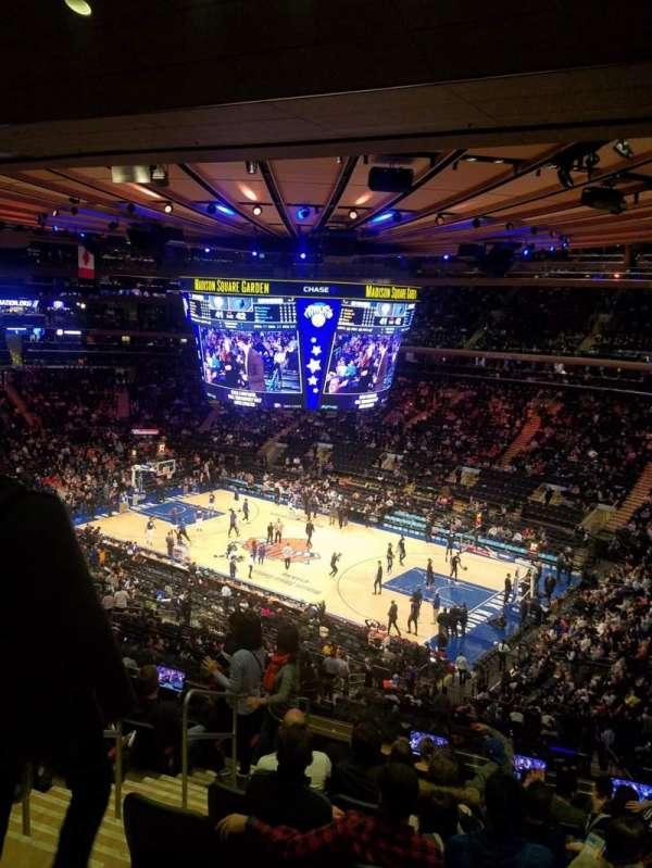 Madison Square Garden, vak: 214, rij: 10
