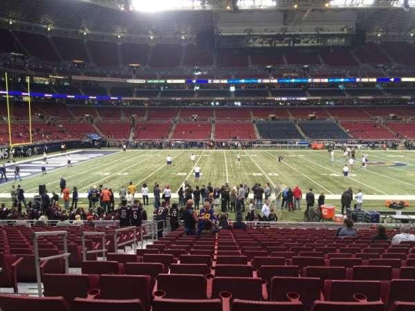 The Dome at America's Center, vak: 142, rij: R, stoel: 24