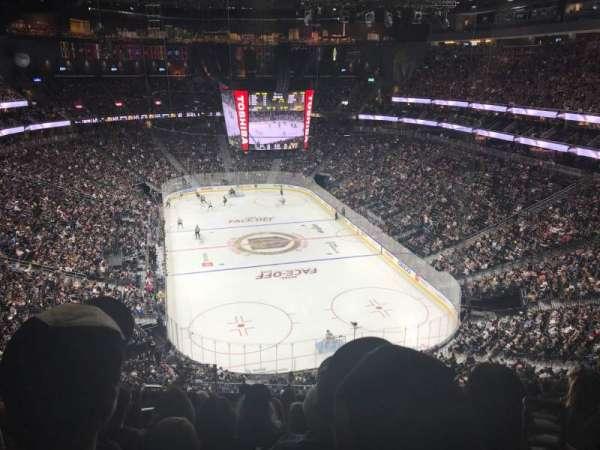 T-Mobile Arena, vak: 213, rij: J, stoel: 4