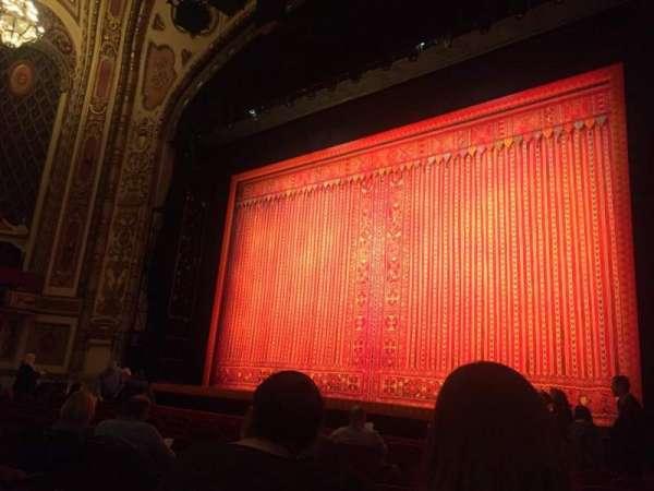 Cadillac Palace Theater, vak: Orchestra R, rij: J, stoel: 10
