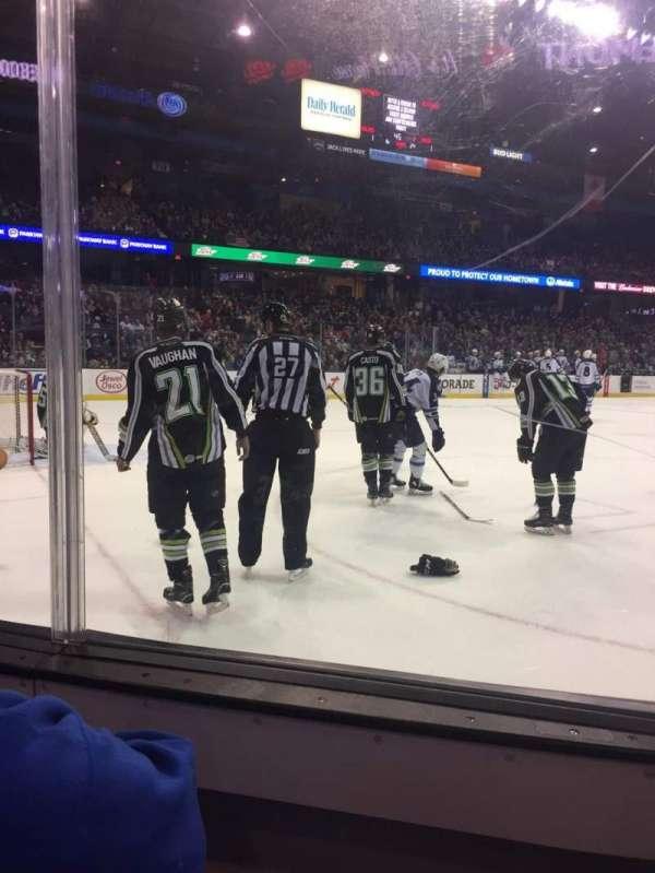Allstate Arena, vak: 105, rij: BB, stoel: 9