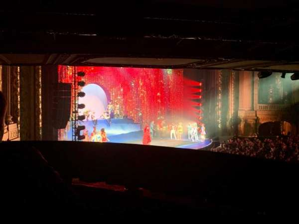 Chicago Theatre, vak: Mezzanine Box W, rij: 2, stoel: 3