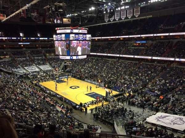 Capital One Arena, vak: 220, rij: L, stoel: 10