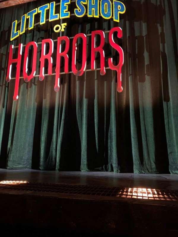 Westside Theatre, vak: Orch Ctr, rij: A, stoel: 104