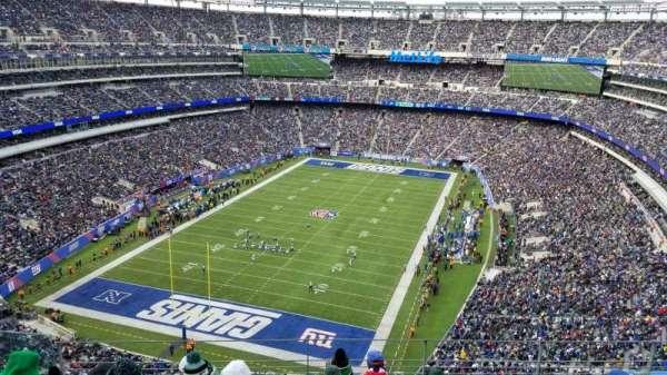 Metlife Stadium, vak: 323, rij: 20, stoel: 27
