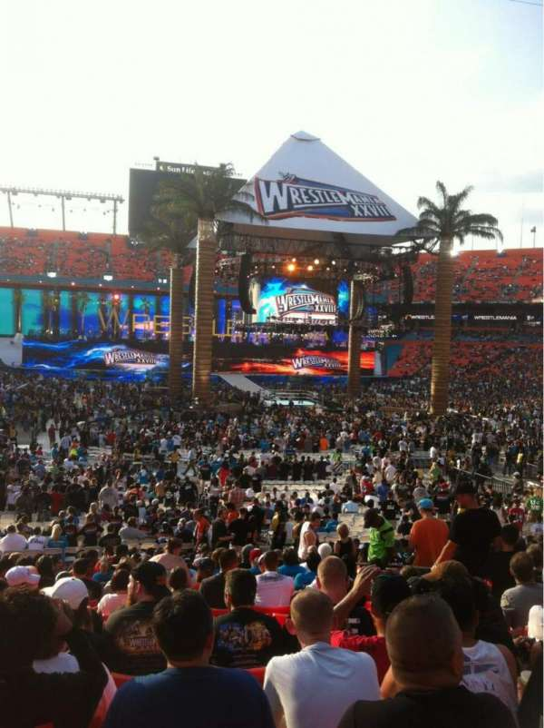 Hard Rock Stadium, vak: 130, rij: 21, stoel: 8