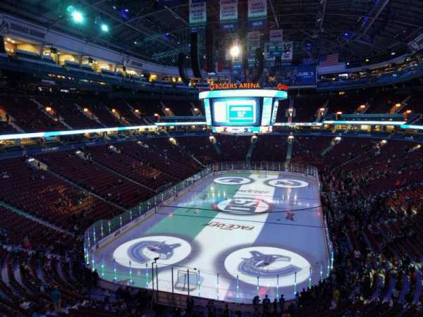 Rogers Arena, vak: 329, rij: 4, stoel: 107