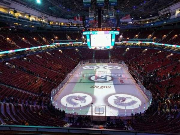 Rogers Arena, vak: 330, rij: 7, stoel: 106