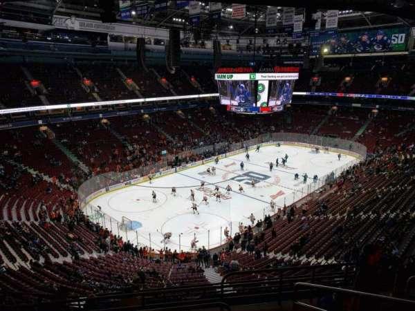Rogers Arena, vak: 312, rij: 11, stoel: 104