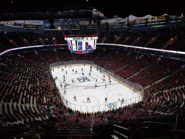 Rogers Arena, vak: 317, rij: 13, stoel: 103