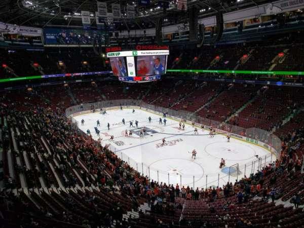 Rogers Arena, vak: 318, rij: 2, stoel: 103