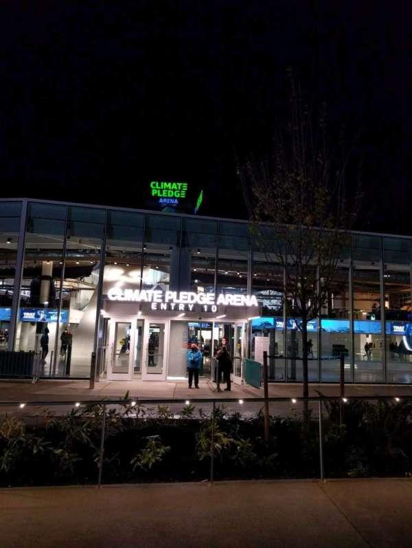 Climate Pledge Arena, vak: entry 10