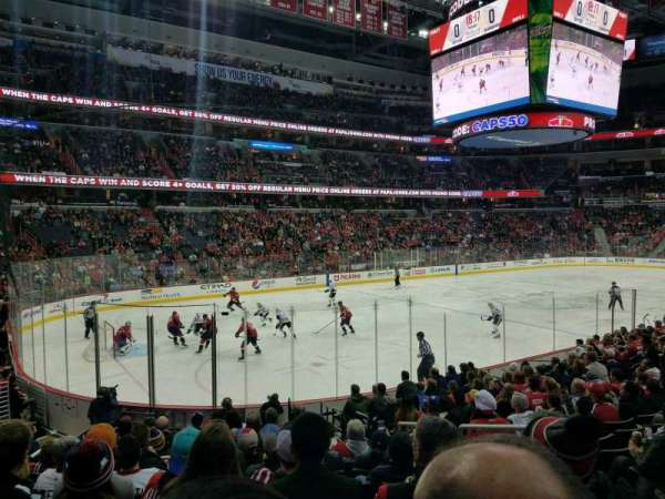 Capital One Arena, vak: 119, rij: P, stoel: 18