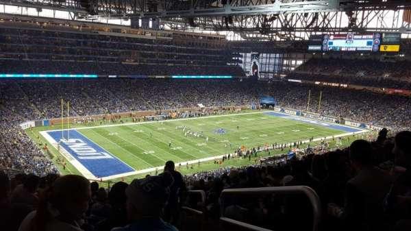 Ford Field, vak: 325, rij: 15, stoel: 23