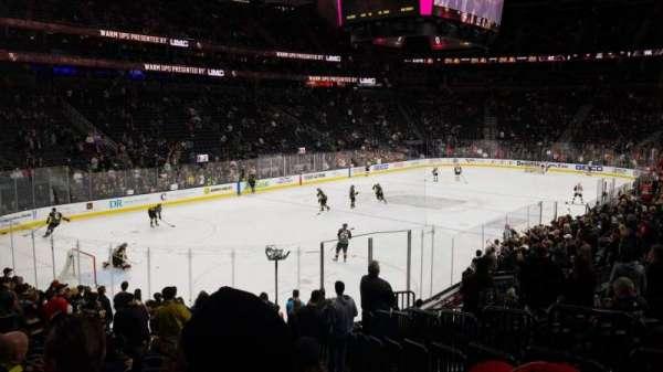 T-Mobile Arena, vak: 2, rij: Q, stoel: 19