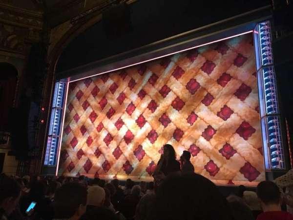 Brooks Atkinson Theatre, vak: Orch R, rij: H, stoel: 10