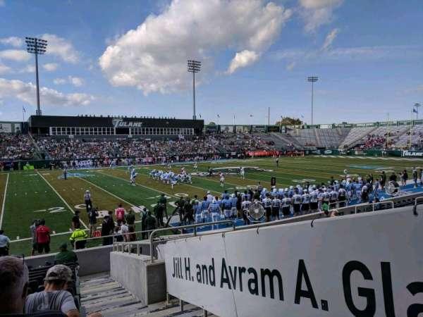 Yulman Stadium, vak: 103, rij: M, stoel: 1
