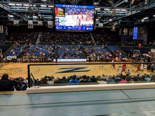 James A. Rhodes Arena, vak: 2B, rij: C, stoel: 4