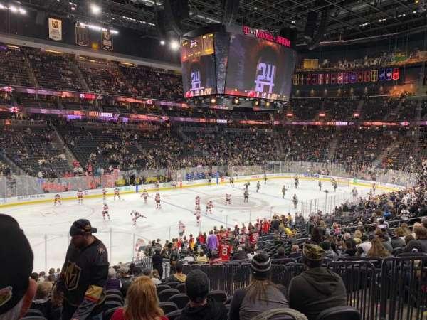 T-Mobile Arena, vak: 13, rij: V, stoel: 19