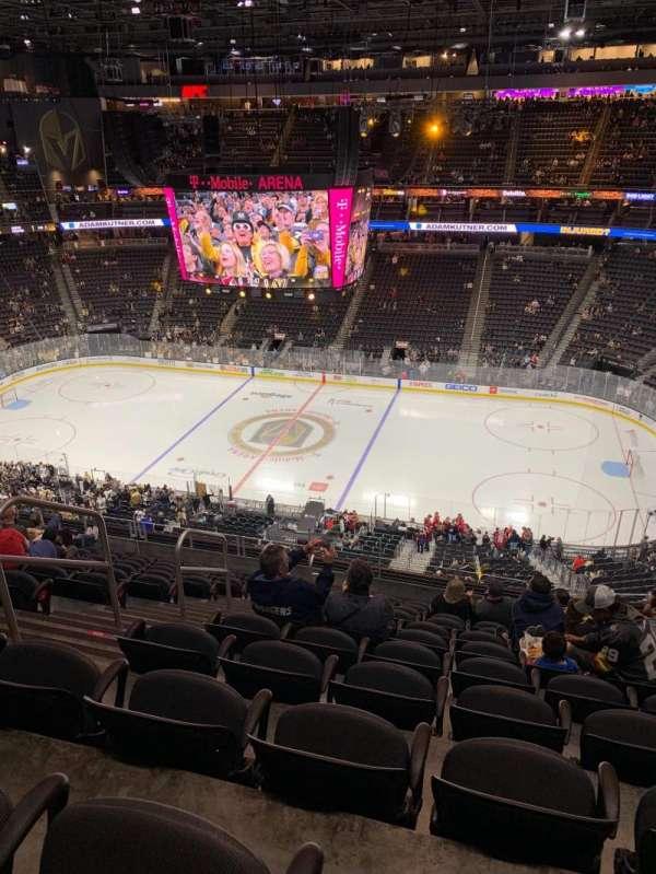 T-Mobile Arena, vak: 207, rij: L, stoel: 5