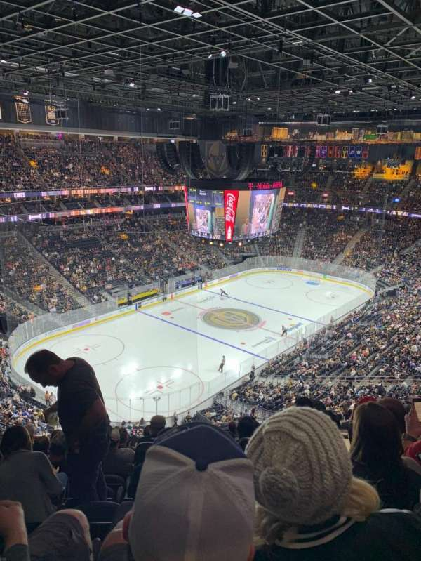 T-Mobile Arena, vak: 218, rij: M, stoel: 9