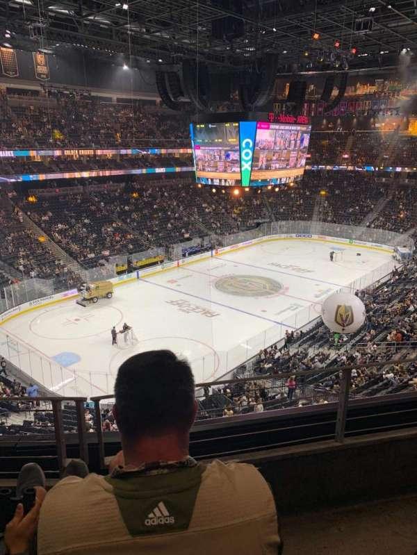 T-Mobile Arena, vak: 218, rij: B, stoel: 8