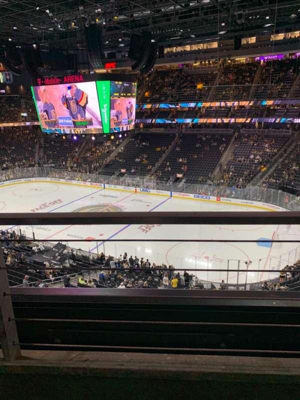 T-Mobile Arena, vak: 208, rij: A, stoel: 13