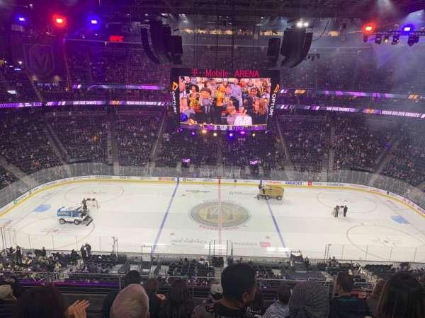 T-Mobile Arena, vak: 205, rij: F, stoel: 9