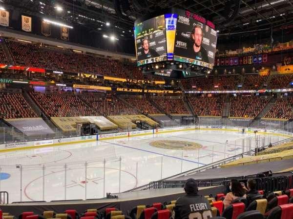 T-Mobile Arena, vak: 13, rij: P, stoel: 8