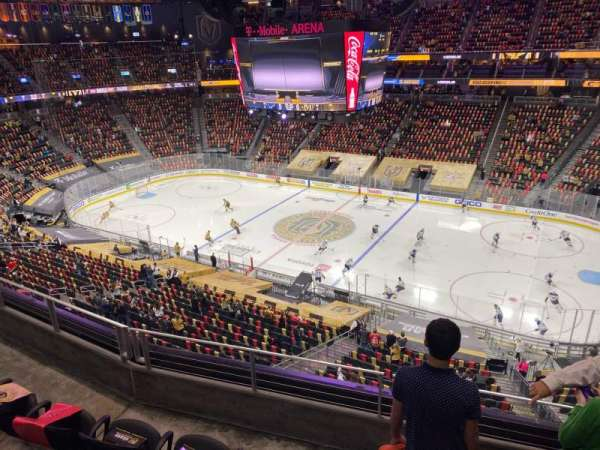 T-Mobile Arena, vak: 207, rij: D, stoel: 14