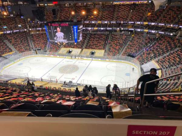 T-Mobile Arena, vak: 207, rij: TT