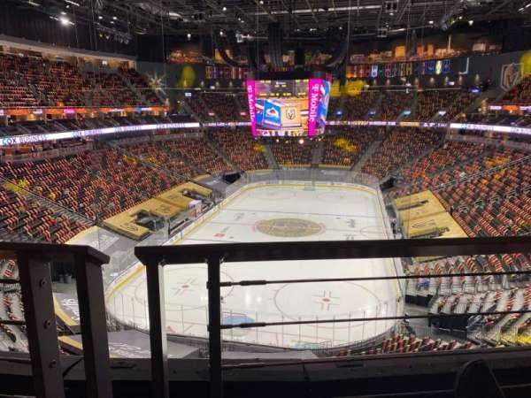 T-Mobile Arena, vak: 215, rij: A, stoel: 8