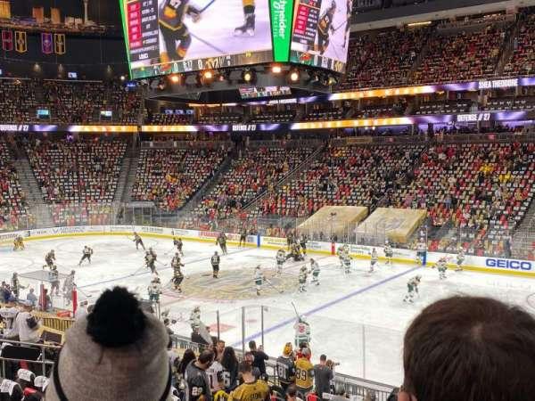 T-Mobile Arena, vak: 7, rij: S, stoel: 18