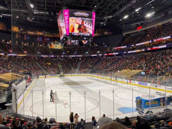 T-Mobile Arena, vak: 10, rij: L, stoel: 1