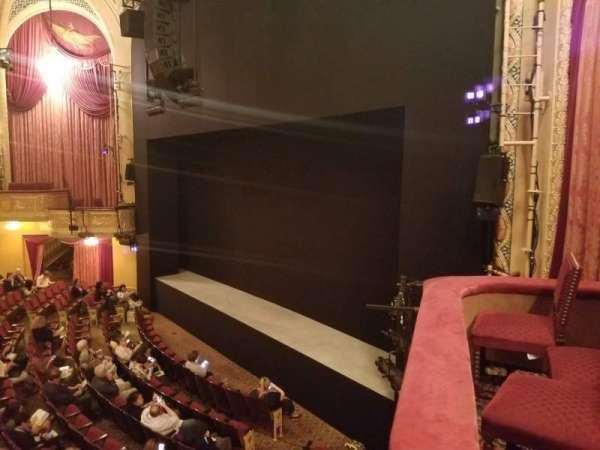 Bernard B. Jacobs Theatre, vak: Mezzanine R, rij: A, stoel: 28