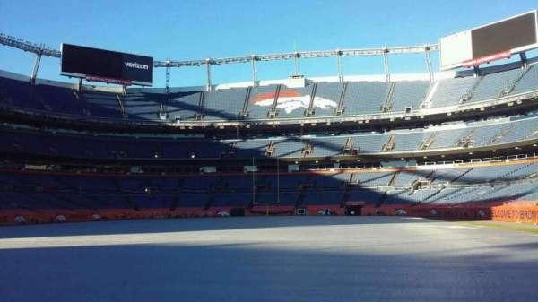 Broncos Stadium at Mile High, vak: 129, rij: 1
