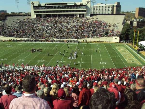 Vanderbilt Stadium, vak: U, rij: 55, stoel: 15-16