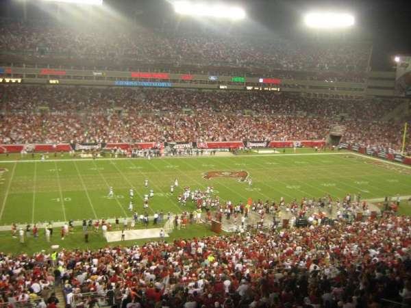 Raymond James Stadium, vak: Suite 10 yd Line Home