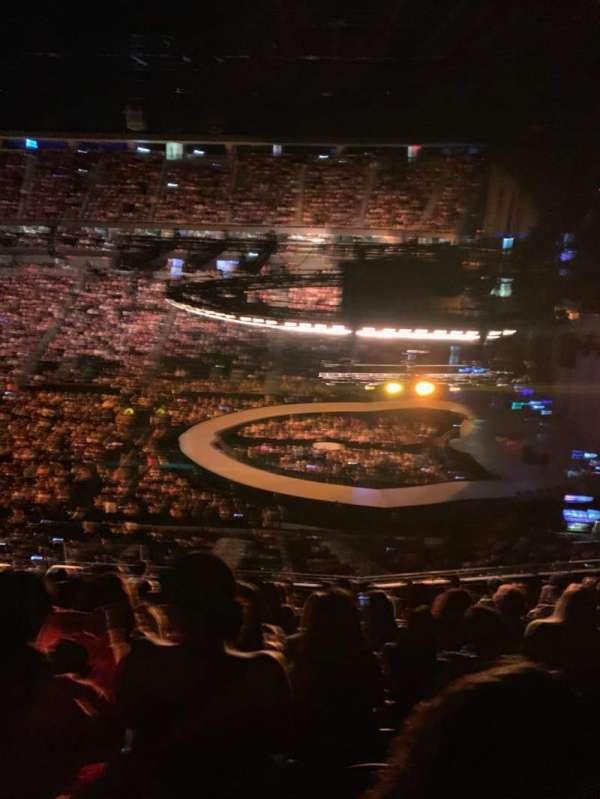 T-Mobile Arena, vak: 225, rij: K, stoel: 25