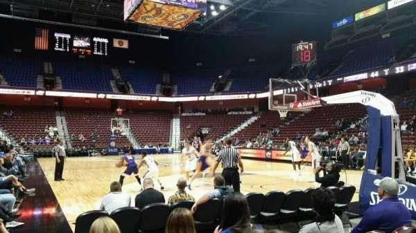 Mohegan Sun Arena, vak: 21, rij: D, stoel: 7
