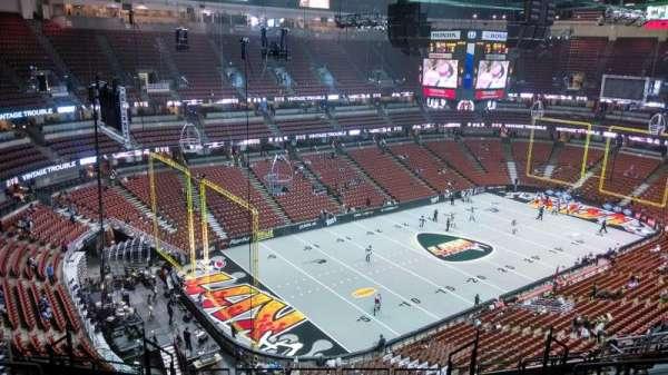 Honda Center, vak: 418, rij: M, stoel: 8