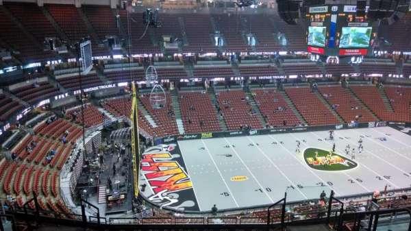 Honda Center, vak: 416, rij: M, stoel: 8