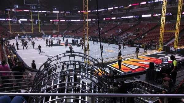 Honda Center, vak: 217, rij: P, stoel: 8