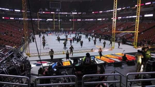 Honda Center, vak: 216, rij: P, stoel: 8