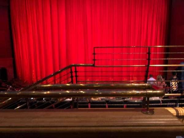 O Theatre, vak: 203, rij: O, stoel: 12
