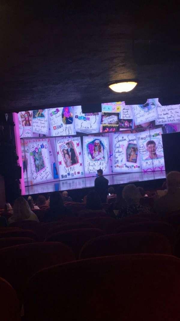 August Wilson Theatre, vak: ORCH L, rij: Y, stoel: 9