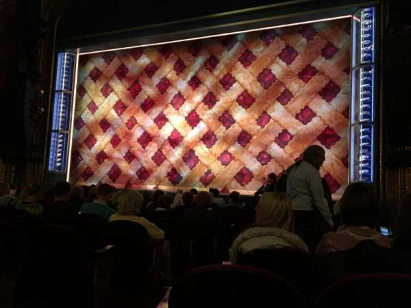 Brooks Atkinson Theatre, vak: Orchestra R, rij: K, stoel: 4