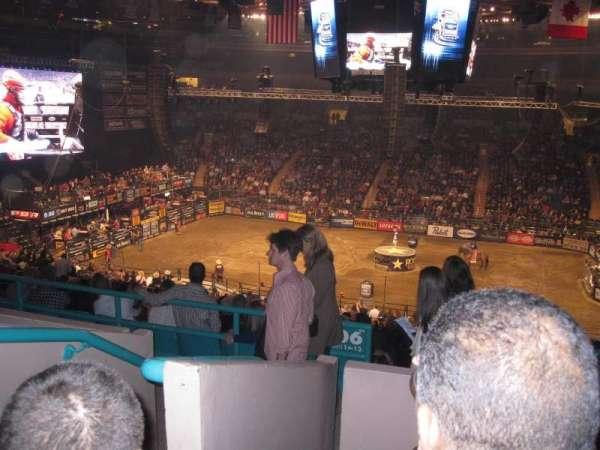 Madison Square Garden, vak: 208, rij: 4, stoel: D1