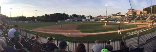 Fitton Field, vak: L, rij: 4, stoel: 9